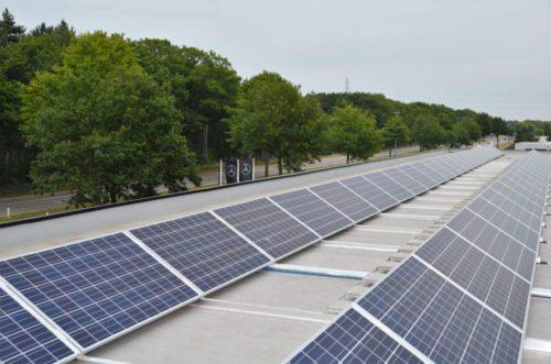 zonnepanelen plat dak aan Boslaan