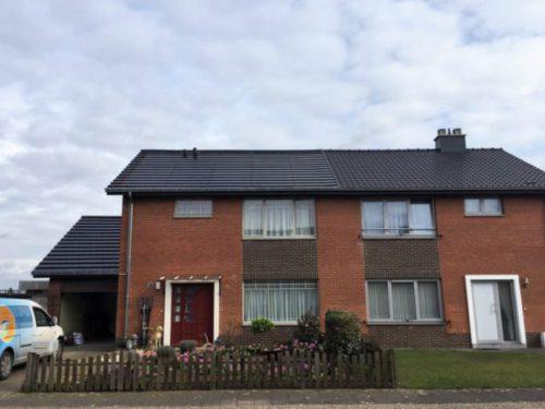 geïntegreerde zwarte zonnepanelen op dak in Dilsen-Stokkem