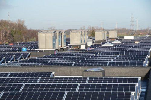 poly zonnepanelen op dak Sint-Jansberg