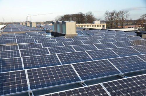 zonnepanelen op plat dak Sint-Jansberg
