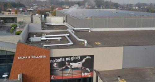 zonnepanelen installatie op de lotto dome in maaseik