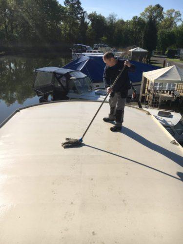dak woonboot poetsen