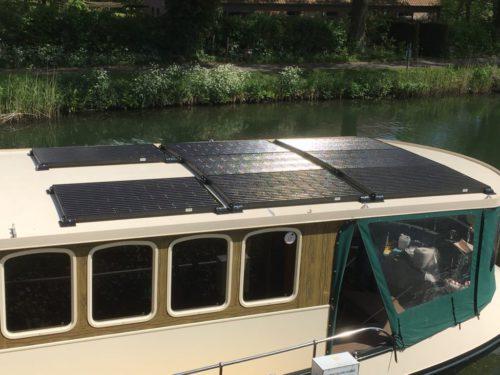 woonboot met zonnepanelen