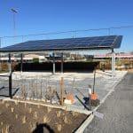 carport met zonnepanelen in de zon